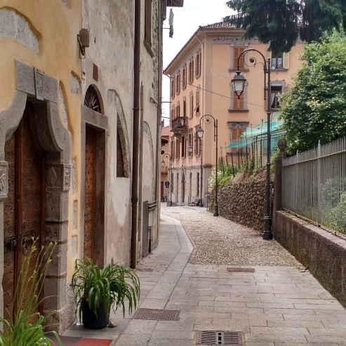 Just another typically gorgeous Italian street!